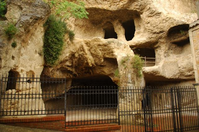 Le grotte di via Carcere a Calascibetta (EN)
