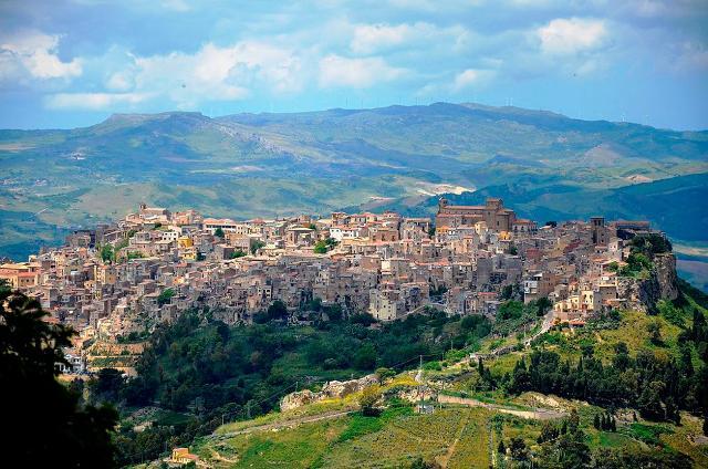 calascibetta-arroccata-sulla-cima-del-monte-xibet