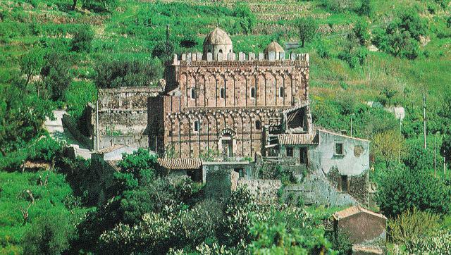 Basilica dei Santi Pietro e Paolo - Casalvecchio Siculo (ME)