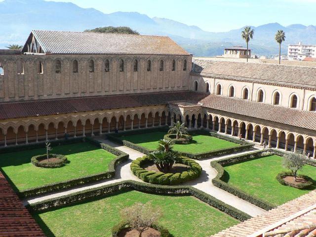 Il Chiostro di Santa Maria La Nuova a Monreale