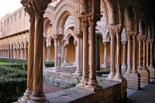 Il colonnato del Chiostro di Santa Maria La Nuova a Monreale