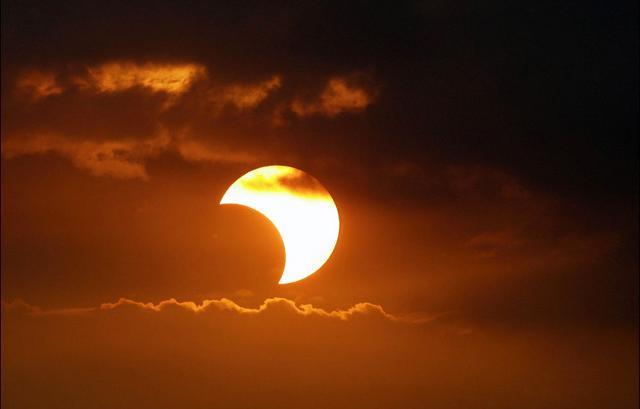 Eclissi di sole, meteore e calici di stelle!