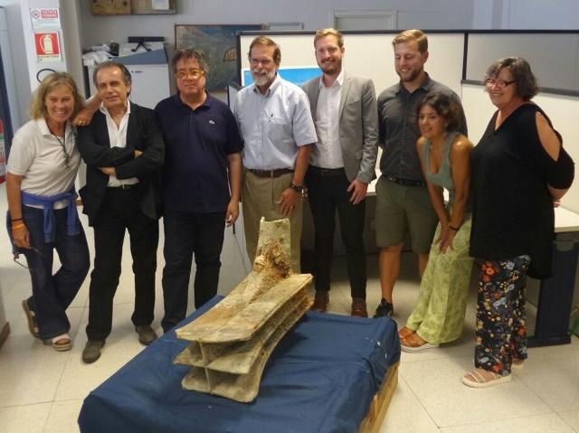 Foto di gruppo dei funzionari della Soprintendenza del Mare e dei ricercatori della RPM Nautical Fundation