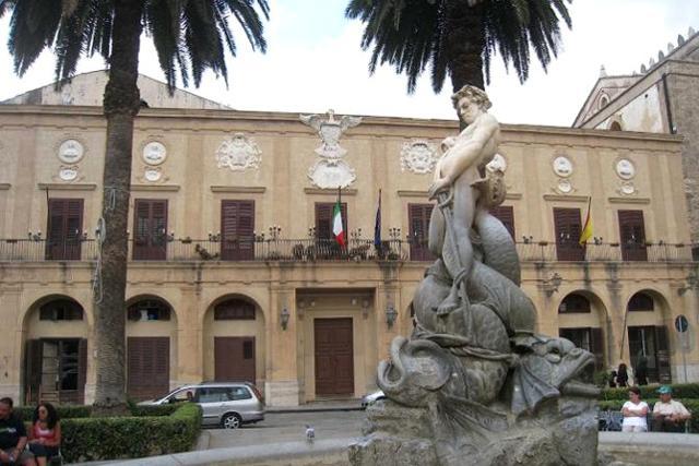 Il palazzo del Municipio di Monreale