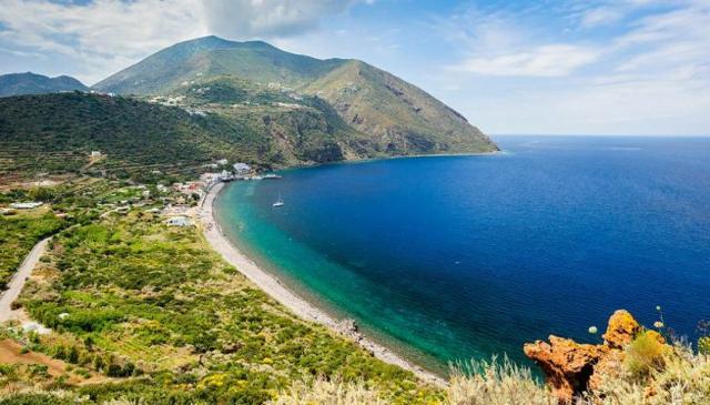 La spiaggia di Capo Graziano a Filicudi - Eolie