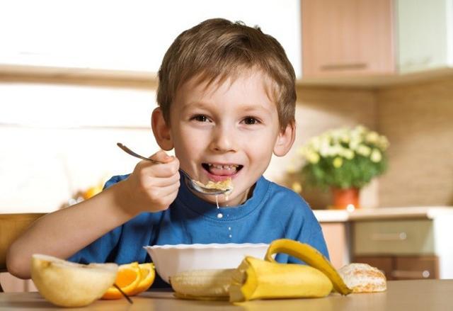 Uno studio scientifico dimostra che i bambini e i ragazzi che saltano la prima colazione, nelle ore del mattino hanno una minore memoria visiva e una minore capacità d'attenzione e performance cognitiva.
