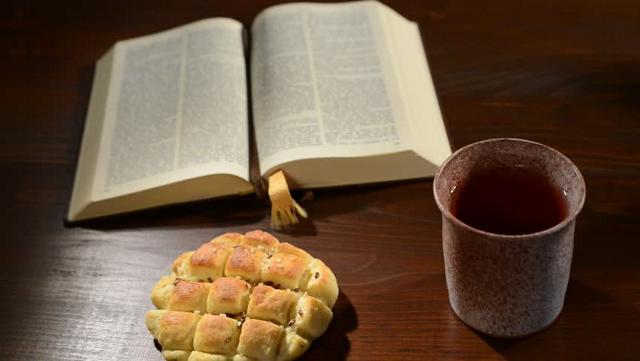 """Secondo la Bibbia è stato Dio stesso a fare dono all'uomo del vino: """"bevi il tuo vino con cuore lieto"""" (viene detto in Qoelet, cap.9)"""