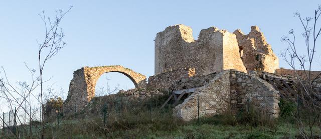 Il  Castello arabo-normanno, distante dall'abitato di Resuttano circa 4 chilometri