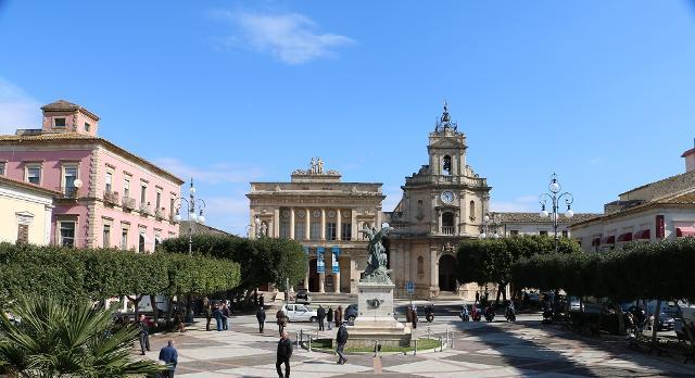 Piazza del Popolo a Vittoria
