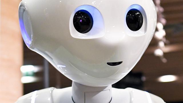 """Al centro del dibattito di """"Datacrazia"""", gli algoritmi e l'intelligenza artificiale che stanno sperimentando macchine capaci di sostituire gli esseri umani nel lavoro intellettuale"""