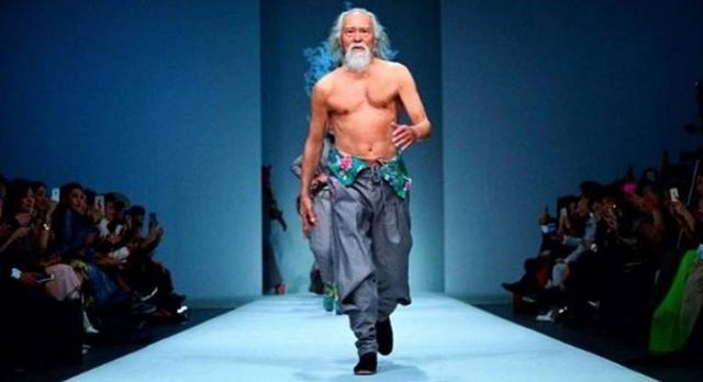 Deshun Wang, attore e modello cinese di 81 anni