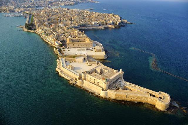 L'Isola di Ortigia e il Castello Maniace