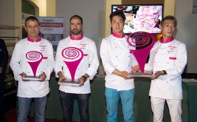 Da destra a sinistra: i vincitori Taizo Shibano e Satoshi Takada; il secondo Alfonso Jarero (Messico); la medaglia di bronzo Stefano Ferrara (Italia).