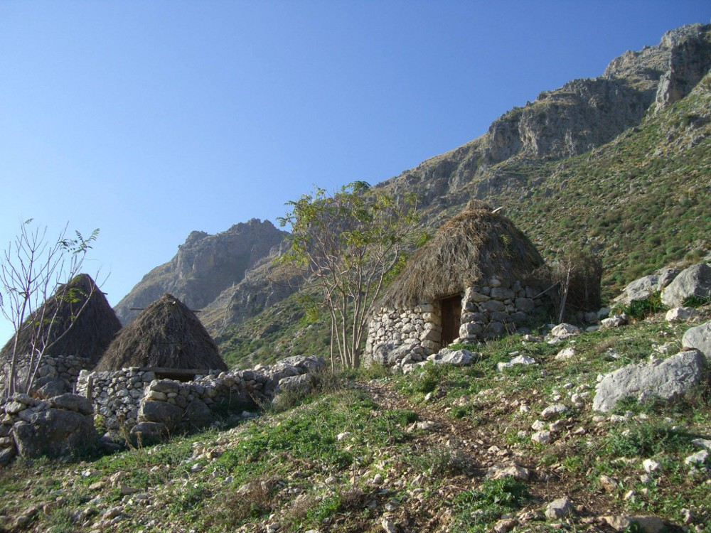 La via di San Nicolò Politi sulle Rocche del Crasto