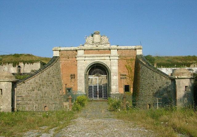 La porta d'ingresso di Forte Masotto, la più vecchia opera Messinese del periodo umbertino