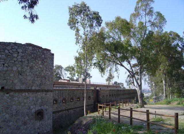 Forte Ogliastri è situato nella zona centro nord di Messina