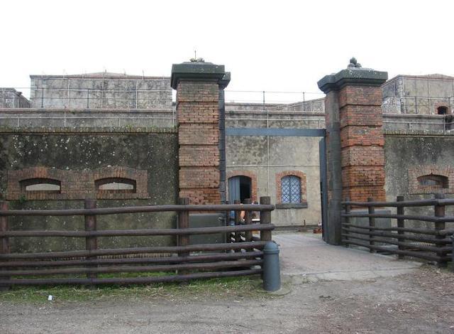 Forte Puntal Ferraro. E' sede di un piccolo museo con foto, cartoline e documenti che riguardano le fortificazioni umbertine