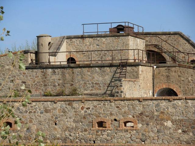 Forte Serra la Croce, si trova a 15 km da Messina