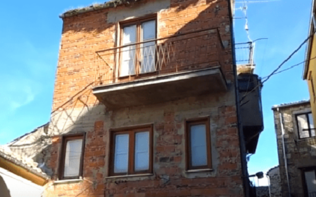 A Petralia Sottana si trova casa più stretta del mondo…
