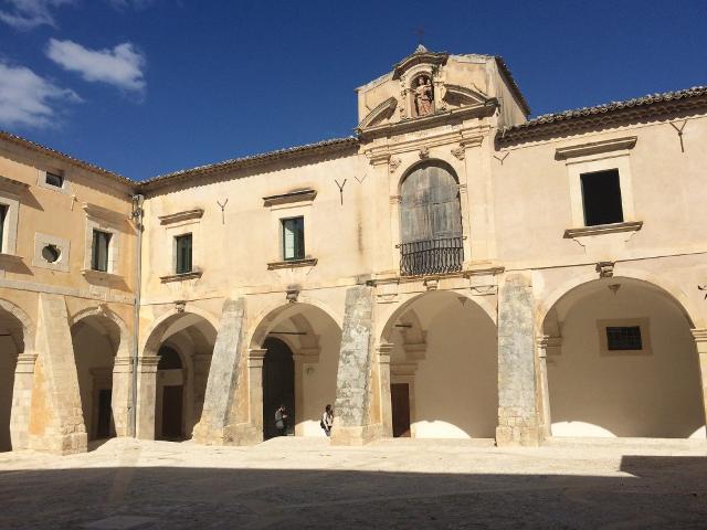 Ex Convento del Carmine in piazza Busacca (nota anche come piazza Carmine)