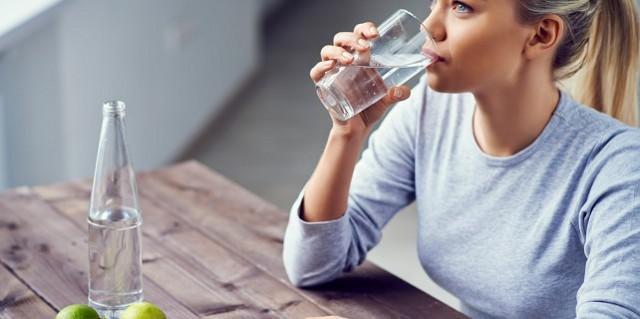 Appena svegli, bevete un bicchiere d'acqua naturale e fate 10 minuti di ginnastica...