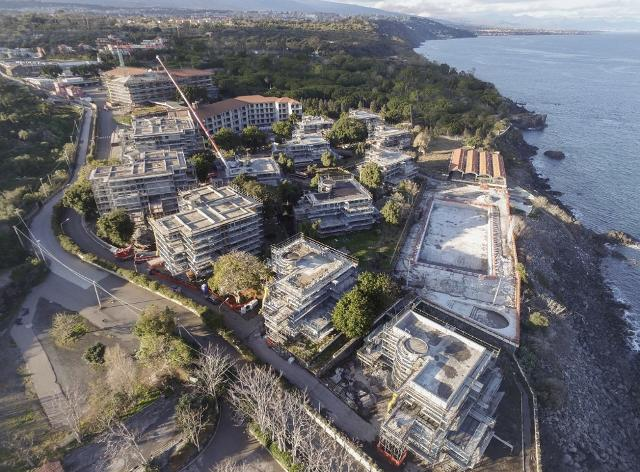 Il cantiere per il nuovo Hilton Capo Mulini