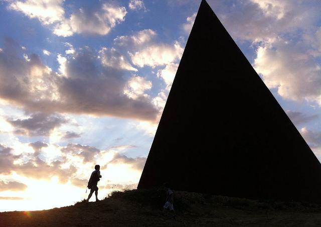 La Piramide del 38° Parallelo di Mauro Staccioli