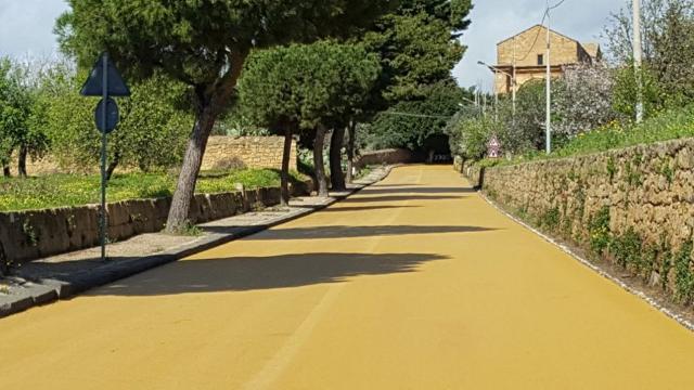 Una strada Giallo Tufo