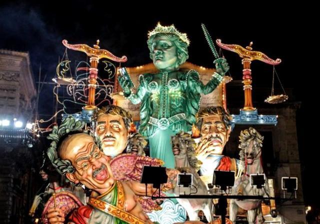 """""""Giustizia all'italiana"""", carro realizzato dall'associazione culturale Ardizzone - Carnevale di Acireale 2018"""
