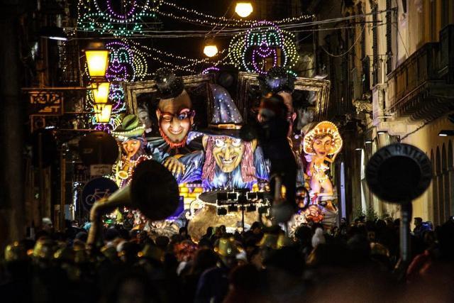I fantastici carri allegorici del Carnevale di Acireale