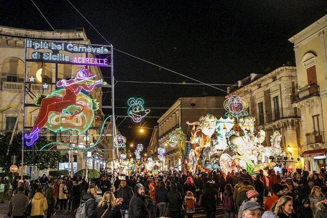 Il Carnevale di Acireale applaude ai suoi ''Carristi''