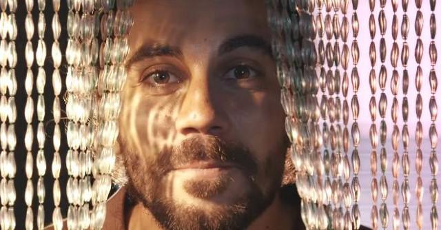 Un frame del videoclip di Alessio Bondì che Marìa ha realizzato per Malintenti Dischi & 8OOA Records