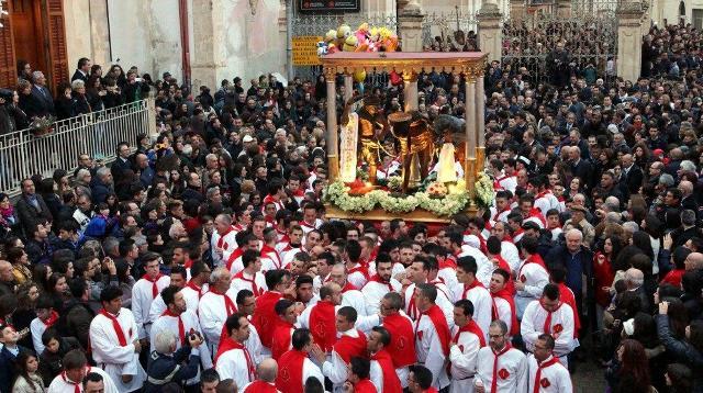 """La processione dei """"Cavari"""" ad Ispica"""