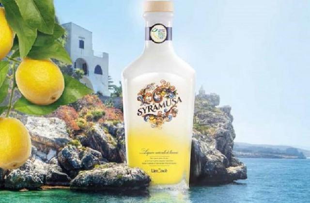 """Il Limoncello Syramusa di Stock è prodotto esclusivamente con Limoni di Siracusa IGP, della varietà """"Femminello"""""""
