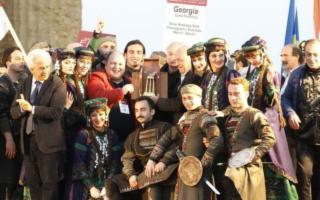 Il Gruppo folk della Georgia ha sbaragliato tutti al ''Mandorlo in Fiore''