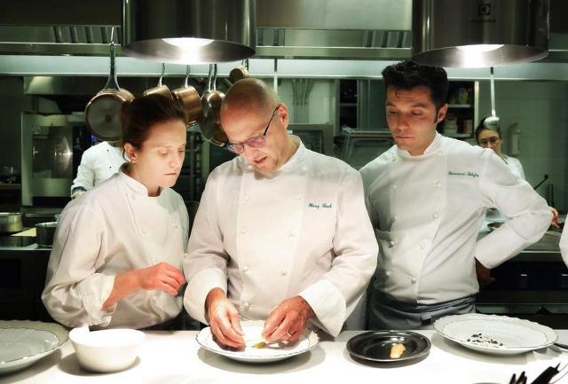 Lo chef Heinz Beck tra Roberta Pezzella e Giovanni Solofra