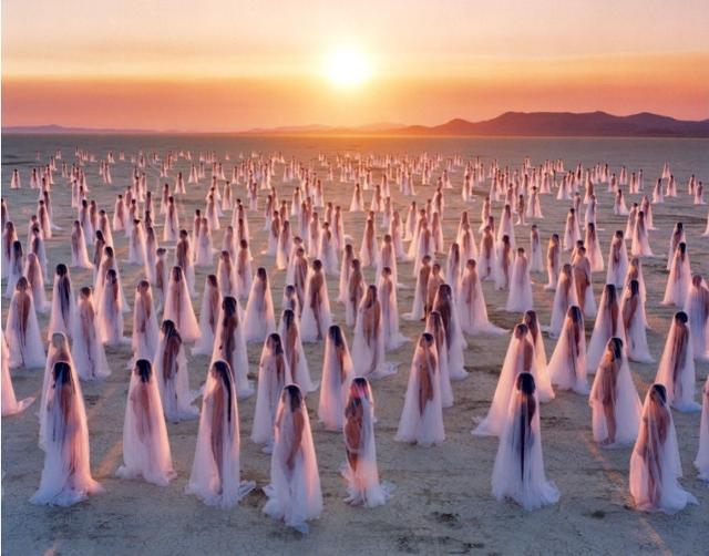 Desert Spirits (Nevada) - 2013, photo Spencer Tunick