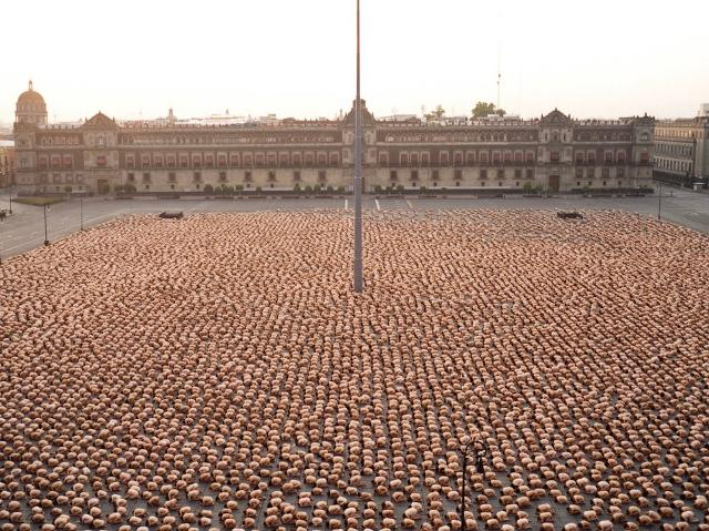 Città del Messico, piazza el Zócalo - 2007, photo Spencer Tunick