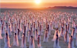 Centinaia, migliaia di nudi a Palermo Capitale della Cultura