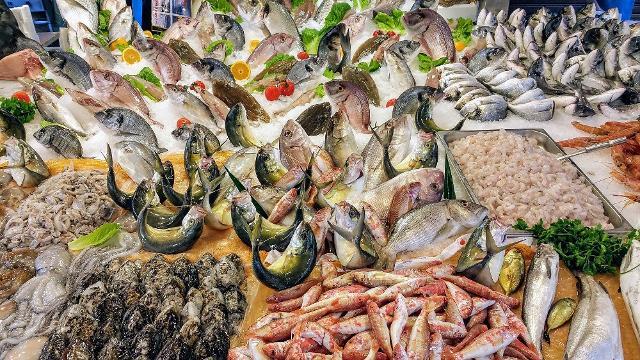 Nemico giurato di pesci e molluschi è il caldo perché ne accelera il deperimento...