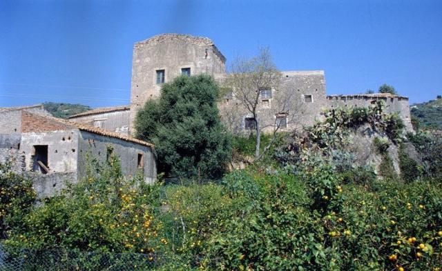 La Torre Catalmo nell'omonima contrada di Santa Teresa di Riva