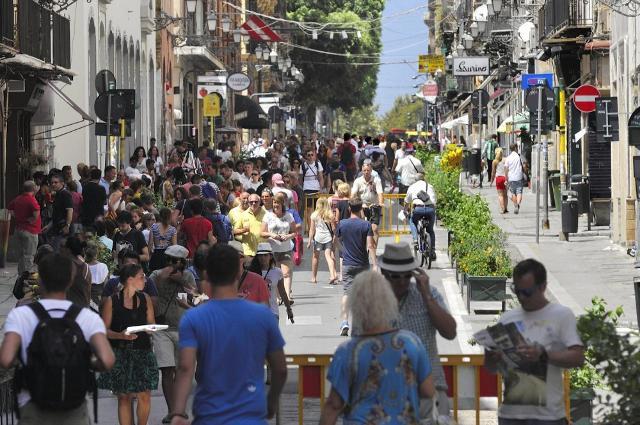 Quest'anno i turisti stranieri in Sicilia si sono fermati più notti, e particolarmente nell'ultimo periodo