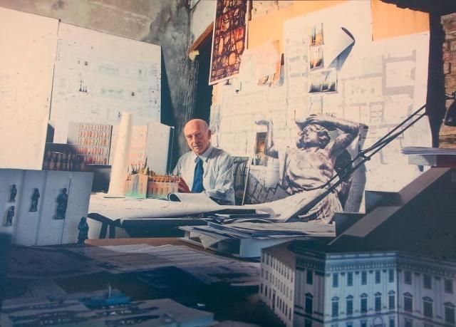 """Guido Canali nel suo studio - Foto """"Taccuini internazionali"""""""