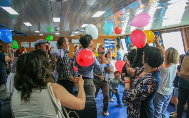 Sapete che il traghetto più ''festoso'' del Mondo unisce ogni giorno la Sicilia con la Calabria?