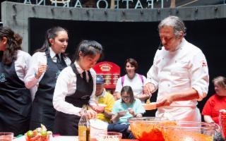 Filippo La Mantia interpreta il Bia CousCous a FICO Eataly World