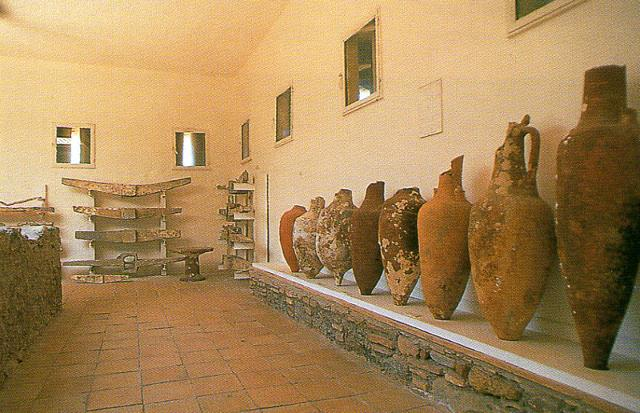 Anfore all'interno del Museo archeologico di Naxos