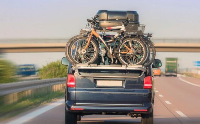 I carichi posizionati sul tetto dell'auto tendono a modificare il baricentro ed ad aumentare il rischio di ribaltamento della vettura...