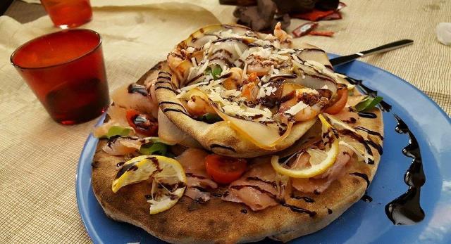 Una delle pizze di Giovanni Laudani fatta con gli impasti alternativi