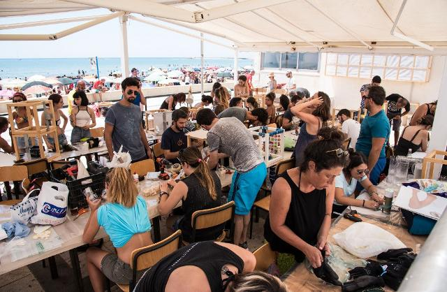 Gli artisti partecipanti all'estemporanea #Met2b a Marina di Ragusa - ph. Rossana Bergamasco