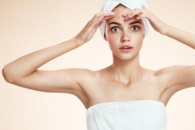 L'acqua, con la sua azione detossinante, aiuta a ripristinare il benessere del nostro organismo, ad eliminare le impurità della nostra pelle, oltre che a ritardare l'invecchiamento del derma.